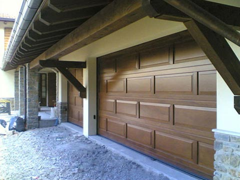 Manutenzione della porta basculante del garage - Porta del garage ...